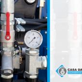 Por que as válvulas de ar são necessárias em aplicações de água?